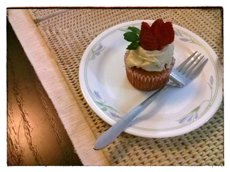 Strawberry cupcake with cream cheese frosting